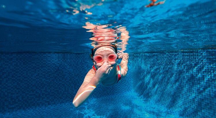 A_la_piscina_no_sin_mis_gafas_graduadas